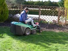 Professionnel du nettoyage votre service varennes for Tonte de pelouse a domicile